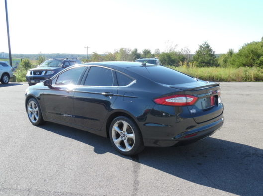 14FordFusionSE6speed-004